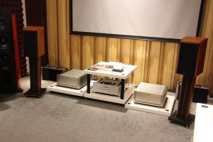 The simple system comprising a Parasound CD player, the CHORD HUGO DAC/headphone amp and the Swan M3 speakers.