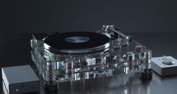 The highly-acclaimed Vertere turntable.