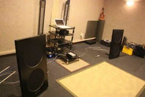 The simple set-up at Audio Stars' listening room.