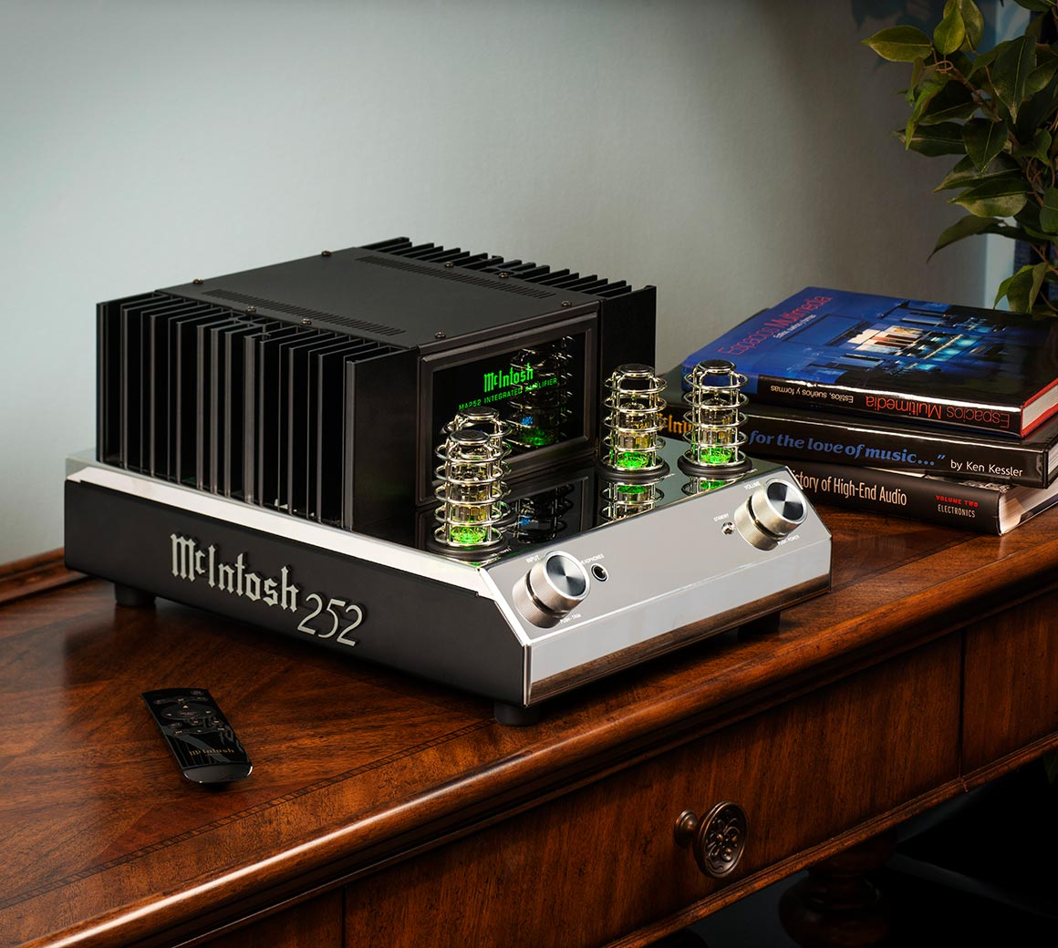 McIntosh's MA252 features a retro 50s/60s aesthetics