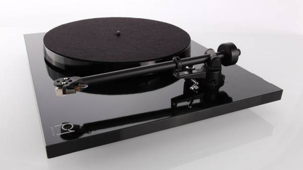 The turntable also comes in black finishing.